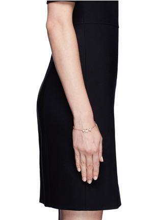模特儿示范图 - 点击放大 - SHAUN LEANE - Cherry blossom diamond and cultured pearl bracelet