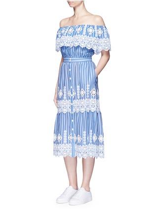 模特儿示范图 - 点击放大 - MIGUELINA - 刺绣镂空装饰条纹纯棉半身裙