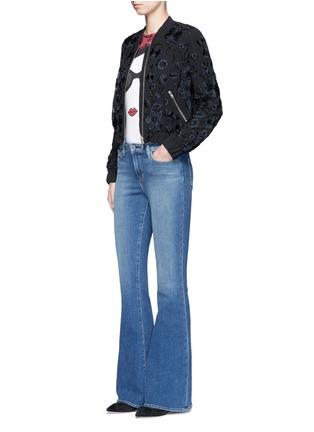 模特儿示范图 - 点击放大 - ALICE + OLIVIA - Stace Face人脸图案纯棉T恤