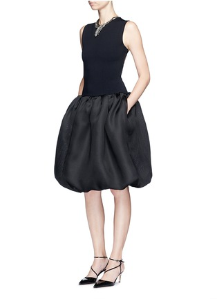 模特示范图 - 点击放大 - OSCAR DE LA RENTA - 交叉露背钟形连衣裙