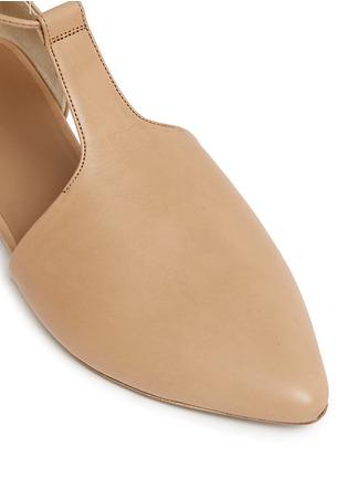 细节 - 点击放大 - VINCE - Noella系带侧空尖头平底鞋