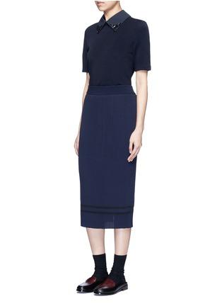 模特儿示范图 - 点击放大 - MUVEIL - 背衩条纹针织半身裙