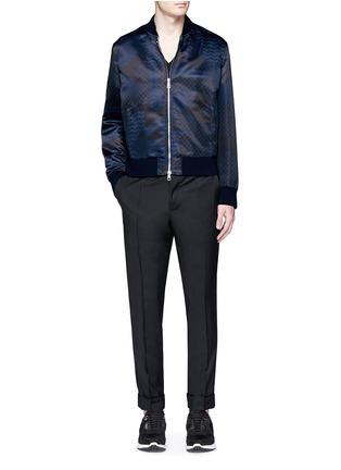 模特儿示范图 - 点击放大 - NEIL BARRETT - 迷彩花纹缎面棒球外套