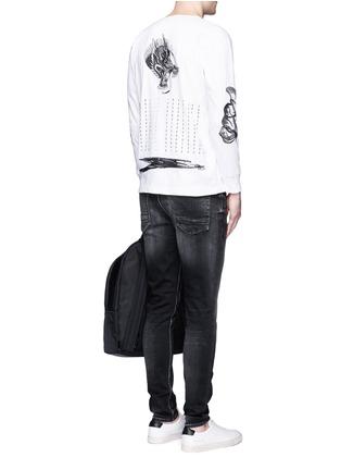 模特儿示范图 - 点击放大 - SAAM1 - 龙形刺绣纯棉T恤