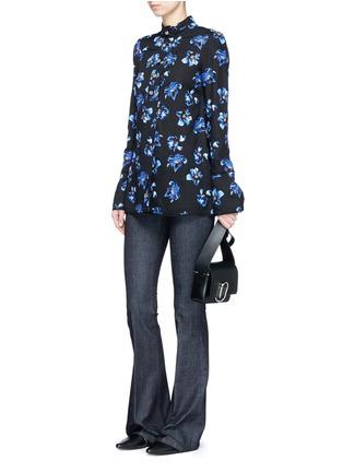 模特示范图 - 点击放大 - PROENZA SCHOULER - 花卉图案喇叭袖上衣