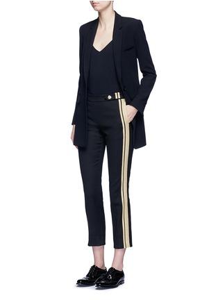 模特示范图 - 点击放大 - NEIL BARRETT - 条纹拼贴棉质七分裤