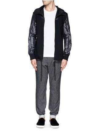 模特儿示范图 - 点击放大 - SACAI - 羊毛混棉抽绳长裤