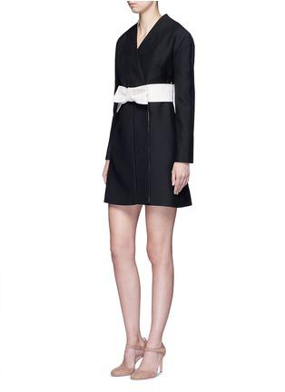 模特示范图 - 点击放大 - Valentino - 蝴蝶结腰带羊毛混丝和服式连衣裙