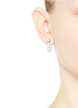 模特示范图 - 点击放大 - CZ BY KENNETH JAY LANE - 方晶锆石人造珍珠耳环
