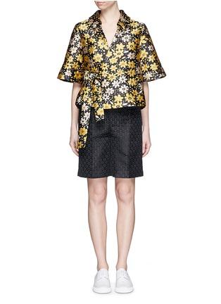 模特示范图 - 点击放大 - CHICTOPIA - 花卉提花缎面短裤