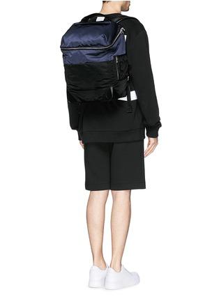 模特儿示范图 - 点击放大 - ALEXANDERWANG - 多功能拼色背包
