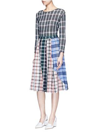 模特儿示范图 - 点击放大 - RHIÉ - 格纹拼接褶裥半身裙