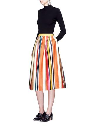 模特儿示范图 - 点击放大 - ALICE + OLIVIA - NIKOLA彩色条纹褶裥半身裙