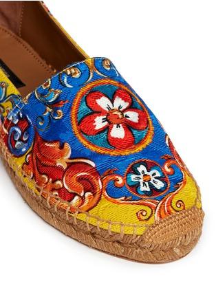 细节 - 点击放大 - DOLCE & GABBANA - 西西里印花锦缎平底麻编鞋