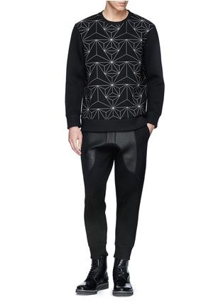 模特儿示范图 - 点击放大 - NEIL BARRETT - 太空棉真皮拼贴休闲长裤