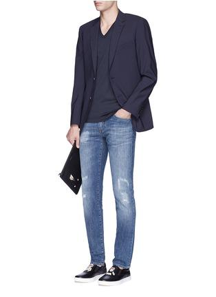 模特儿示范图 - 点击放大 - DOLCE & GABBANA - 皇冠刺绣V领纯棉T恤