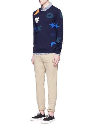 模特儿示范图 - 点击放大 - SCOTCH & SODA - 抽象几何色块纯棉针织衫