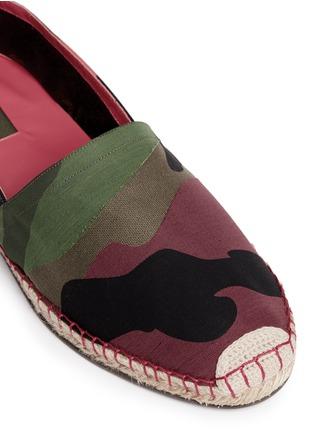 细节 - 点击放大 - Valentino - 迷彩拼贴麻编平底鞋