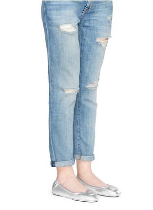 模特示范图 - 点击放大 - TORY BURCH - Minnie品牌标志缀饰真皮芭蕾平底鞋