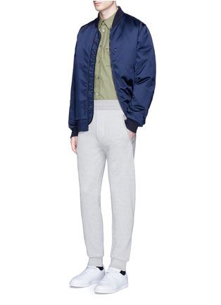 模特儿示范图 - 点击放大 - ACNE STUDIOS - JOHNA拼接纯棉休闲裤