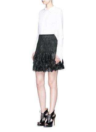 模特示范图 - 点击放大 - AZZEDINE ALAÏA - 草编花纹流苏短裙