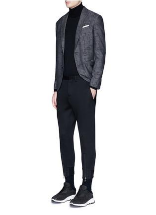 模特儿示范图 - 点击放大 - NEIL BARRETT - 拉链装饰太空棉九分裤