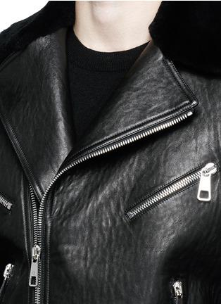 细节 - 点击放大 - NEIL BARRETT - 羊皮毛一体拼接机车夹克