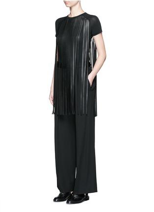 模特示范图 - 点击放大 - NEIL BARRETT - 皮革流苏装饰长款T恤