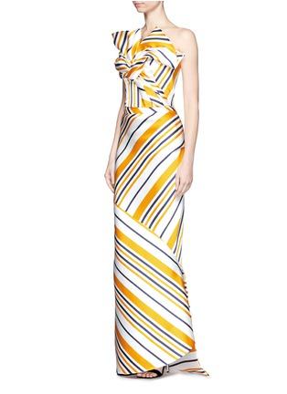 模特示范图 - 点击放大 - MATICEVSKI - BRILLIANCE条纹拼接缎面半身裙