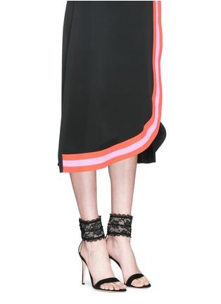 模特示范图 - 点击放大 - GIANVITO ROSSI - 蕾丝踝带麂皮高跟凉鞋