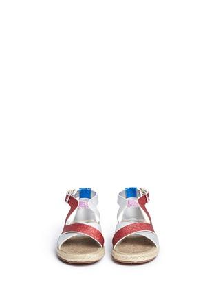 模特儿示范图 - 点击放大 - STELLA MCCARTNEY KIDS - Rasberry闪粉拼色交叉搭带麻编凉鞋