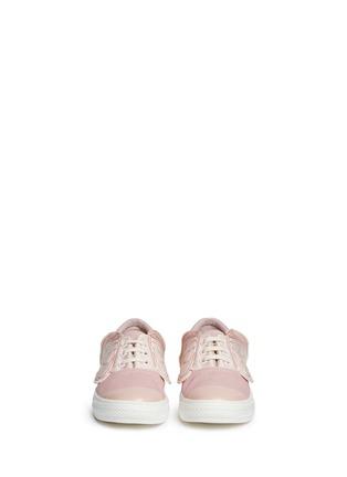 模特示范图 - 点击放大 - STELLA MCCARTNEY KIDS - Juniper儿童款翅膀拼贴帆布便鞋