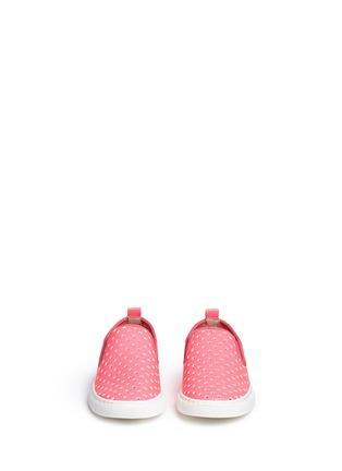 模特儿示范图 - 点击放大 - STELLA MCCARTNEY KIDS - Leo儿童款星星镂空图案平底便鞋
