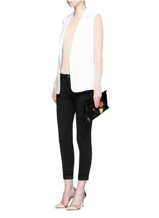 模特儿示范图 - 点击放大 - J BRAND - ANJA LUXE SATEEN弹力卷边八分紧身裤