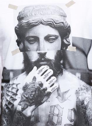 细节 - 点击放大 - NEIL BARRETT - 雕塑拼接人像胶印纯棉T恤