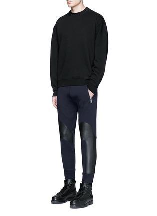 模特示范图 - 点击放大 - NEIL BARRETT - 皮革拼接机车款长裤