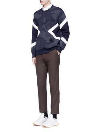 模特儿示范图 - 点击放大 - NEIL BARRETT - 竖纹三角图案卫衣