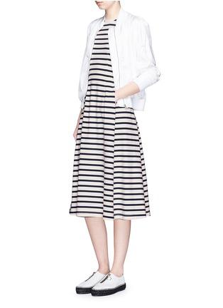 模特儿示范图 - 点击放大 - ALEXANDERWANG.T - 条纹褶裥入肩式连衣裙