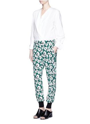 模特示范图 - 点击放大 - STELLA MCCARTNEY - 花卉印花收脚休闲裤
