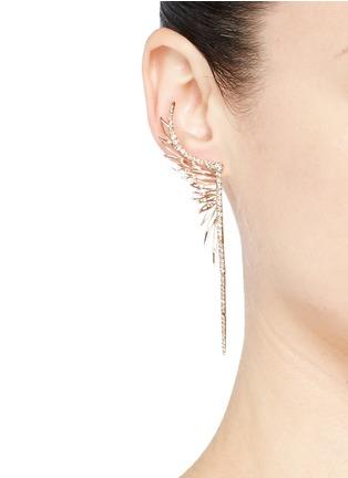 模特儿示范图 - 点击放大 - CRISTINAORTIZ - Diamond 9k gold mismatched feather earrings
