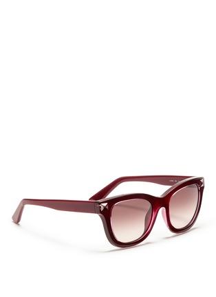 模特儿示范图 - 点击放大 - VALENTINO - Valentino Garavani WAYFARER款铆钉太阳眼镜