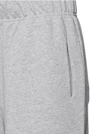 细节 - 点击放大 - LNDR - 品牌标志过膝长度短裤