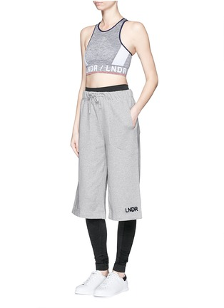模特示范图 - 点击放大 - LNDR - 品牌标志过膝长度短裤