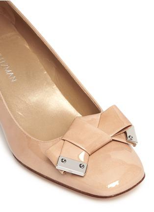 细节 - 点击放大 - STUART WEITZMAN - 蝴蝶结方头漆皮中跟鞋