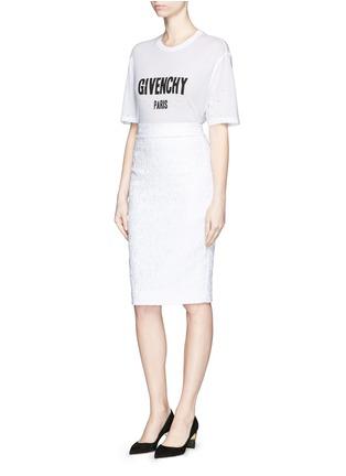模特示范图 - 点击放大 - GIVENCHY - 品牌标志破洞T恤