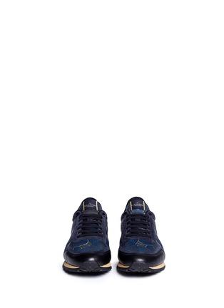 模特儿示范图 - 点击放大 - VALENTINO - 麂皮蝴蝶迷彩拼贴运动鞋