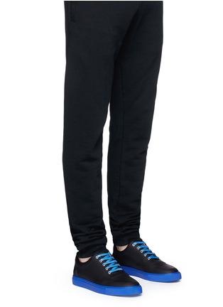 模特儿示范图 - 点击放大 - HARRYS OF LONDON - MR JONES 2塑感皮革拼色球鞋