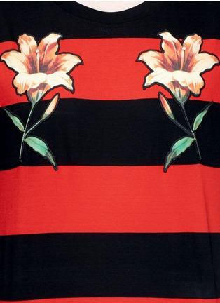 细节 - 点击放大 - GUCCI - 花卉徽章条纹图案纯棉T恤