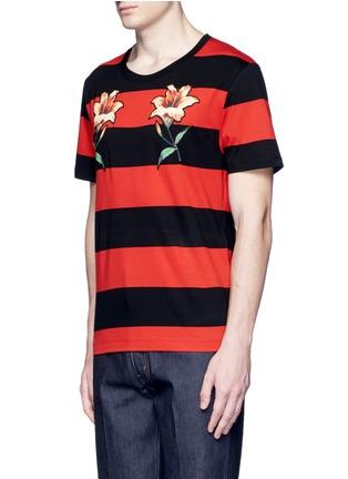 正面 -点击放大 - GUCCI - 花卉徽章条纹图案纯棉T恤
