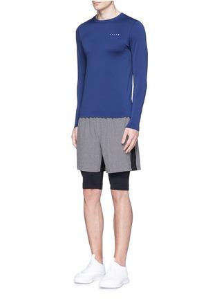 模特儿示范图 - 点击放大 - FALKE SPORTS - 反光拼贴弹力长袖T恤